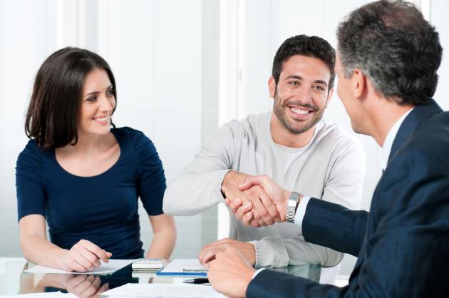 Business persons shaking hands | Credit: rido81 via Freepik.com